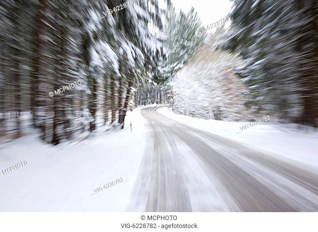 BUNDESREPUBLIK DEUTSCHLAND, BAYERN, 25.01.2011, An image of a deep winter snowy road with a zoom - Bayern, Bayern, Germany, 25/01/2011