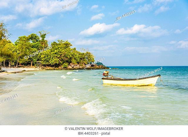 Idyllic beach with motor boat, turquoise waters, Koh Tui Beach, Kaoh Touch Village, Koh Rong, Sihanoukville, Krong Preah Sihanouk, Cambodia