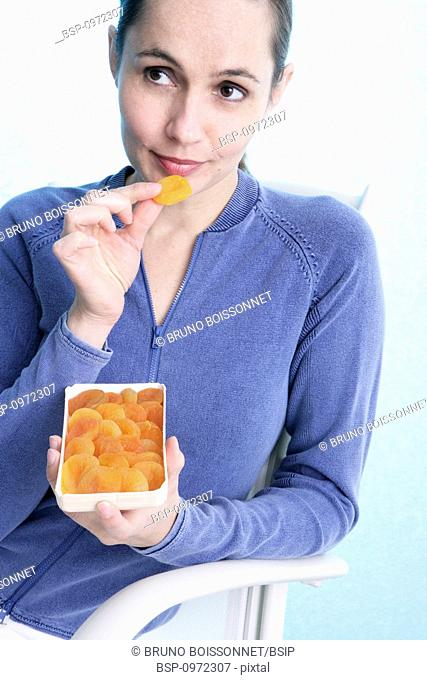 WOMAN SNACKING Model