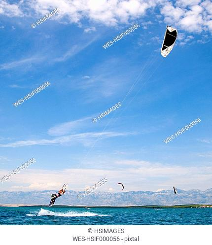 Croatia, Zadar, Kitesurfer jumping