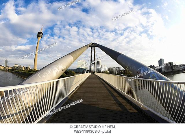 Germany, North Rhine Westphalia, D¸sseldorf, Media harbour, view from the harbour bridge