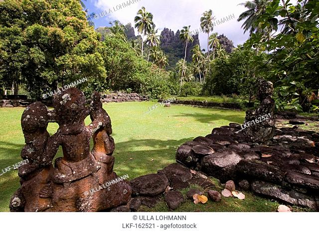Weathered stone figure at a village, Pae Pae, Hatiheu Bay, Nuku Hiva, Marquesas, Polynesia, Oceania