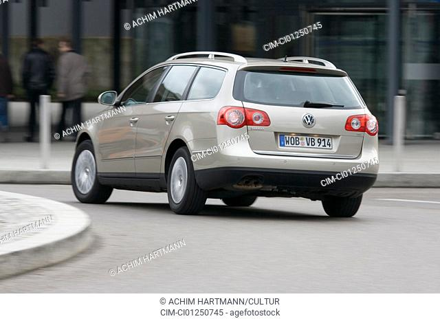 VW Volkswagen Passat Variant 1.9 TDI Comfortline, model year 2005-, silver, driving, diagonal from the back, rear view, City