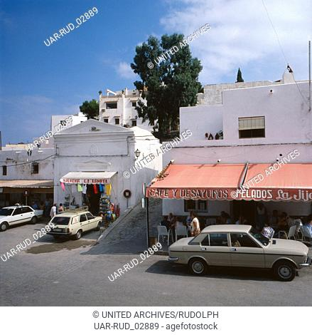 Unterwegs in den Straßen von Mojácar an der Costa de Almería, Andalusien, Spanien 1980er Jahre. On the way in the streets of Mojácar at the Costa de Almería