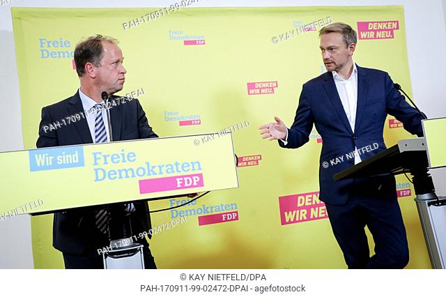 The leading candidate for the parliamentary elections of the FDP, Christian Lindner (R) and the minister for integration, youth