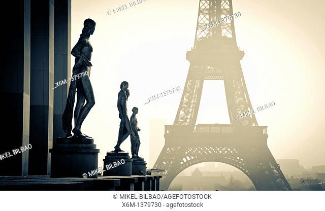 Statuary at the Palais de Chaillot  and Eiffel Tower  Paris, France
