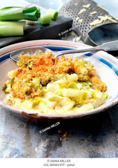 Food, vegetarian meals, macaroni cheese and leek and smoked cheese crumb