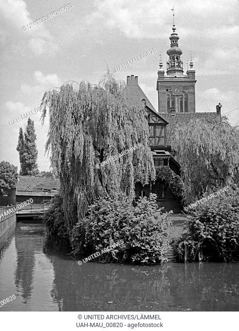 Danzig, Blick auf die Mühle und die Nicolaikirche, 1930er Jahre. Gdansk, view to the mill and St. Nicolas church, 1930s