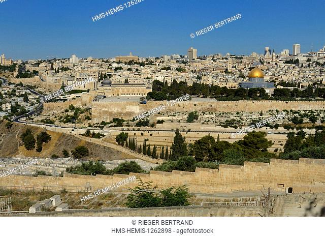 Israel, Jerusalem, holy city, the old town listed as World Heritage by UNESCO, the Dome of the Rock and the El Aqsa mosque on Haram el Sharif seen from the...