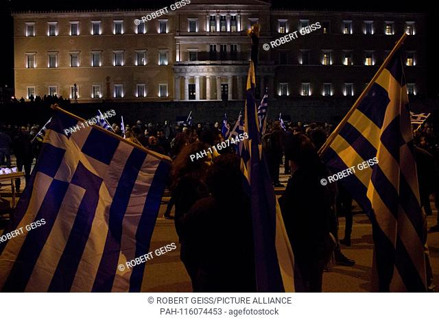 Greeks in front of Parliament during protest against name change FYROM in Northern Macedonia. 24.01.2019 | usage worldwide. - Athen/Greece