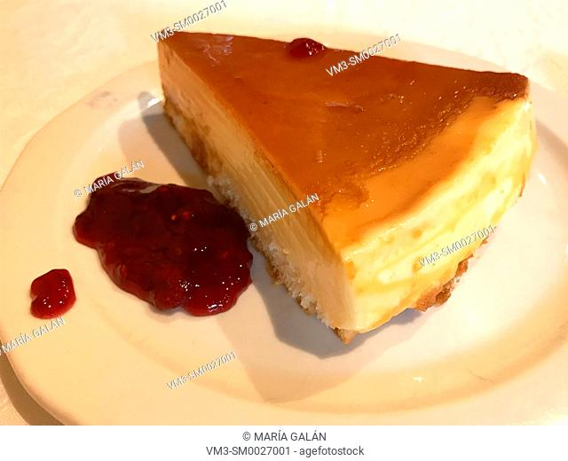 Cheese cake with raspberry jam