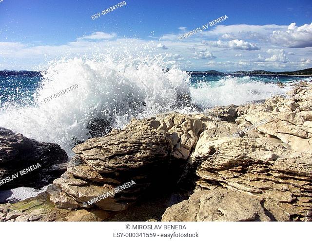 Impact of large waves against rocks