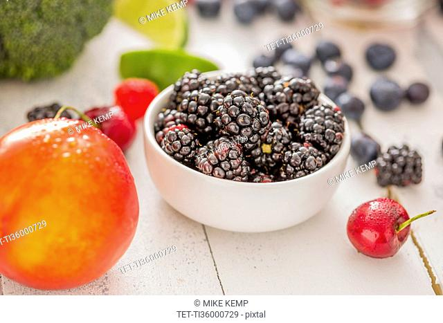 Nectarine and blackberries in bowl