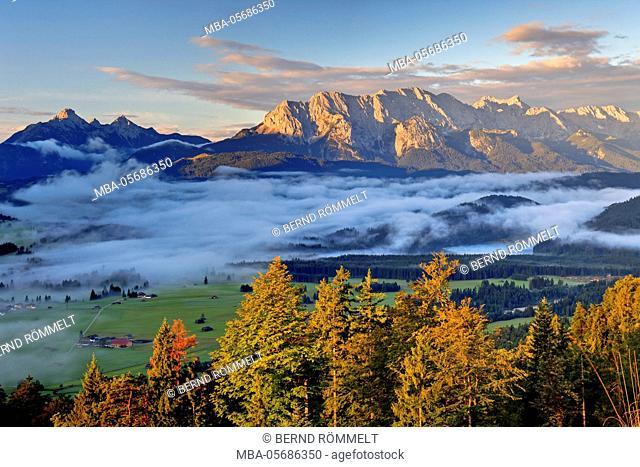 Germany, Bavaria, Upper Bavaria, Werdenfelser Land, Krepelschrofen, view of the Krepelschrofen on big Arnspitze, upper Wetterstein point, Wettersteinwand