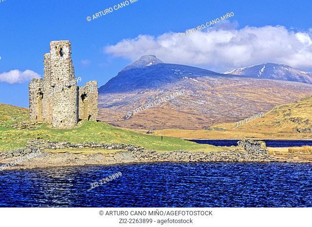 Ardvreck Castle, XVIth century, into Loch Assynt. Western Highlands, Scotland, United Kingdom