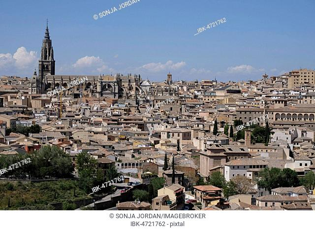 View of the old town with the Cathedral of Toledo, Castilla-La Mancha, Spain