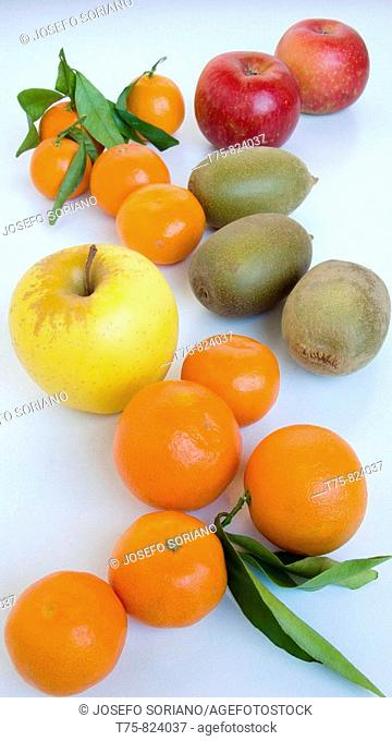 Tangerines, apples and kiwis