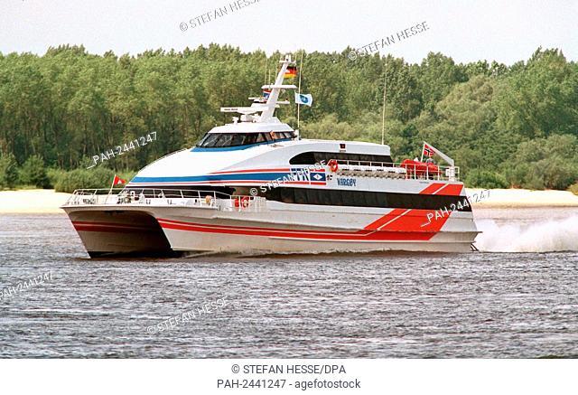 "The new speedboat """"Vargoy"""" drives on 2.7.1997 near Hamburg over the Elbe. The chartered luxury catamaran """"Flying Cat"""""