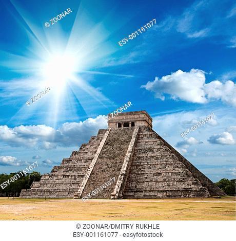 Anicent mayan pyramid in Chichen-Itza