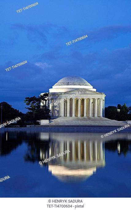 Thomas Jefferson Memorial at dusk