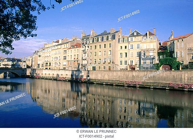France, Lorraine, Metz, elegant houses on the banks of the river Moselle