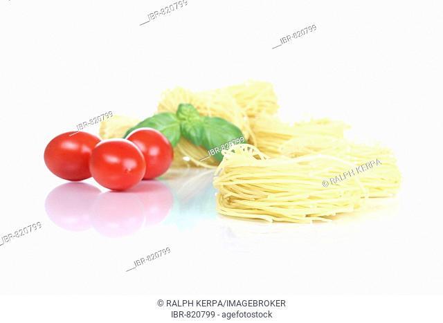Fidelini pasta, tomatoes and basil