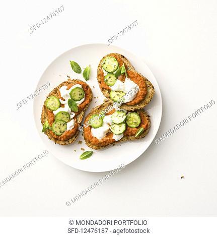 Crostini with tomato cream, cream cheese and courgette