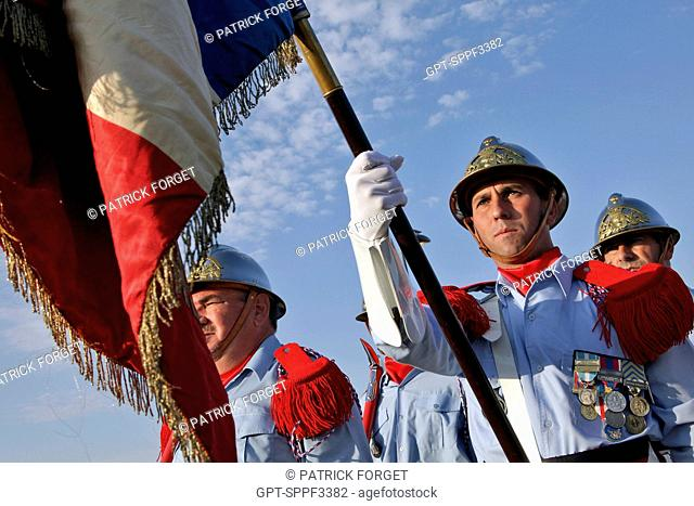 RAISING THE COLORS OF THE FNSPF, GUARDS WITH THE FLAG, 117TH CONGRESS OF FRENCH FIREFIGHTERS, ANGOULEME, FRANCE