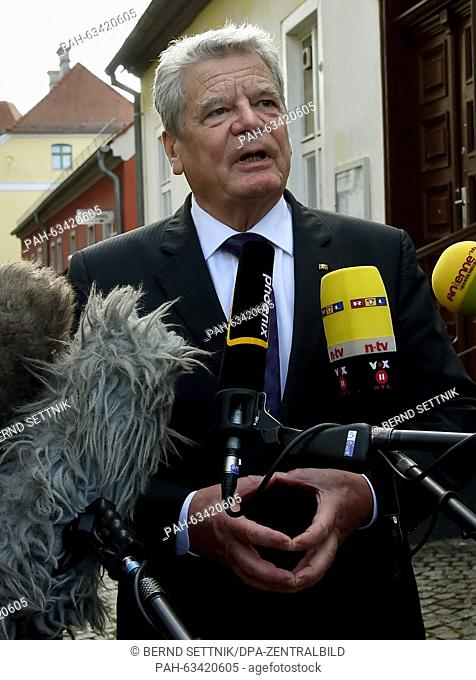 German President Joachim Gauck delivers a statement after his visit to the Jewish community's prayer house in Oranienburg, German, 09 November 2015