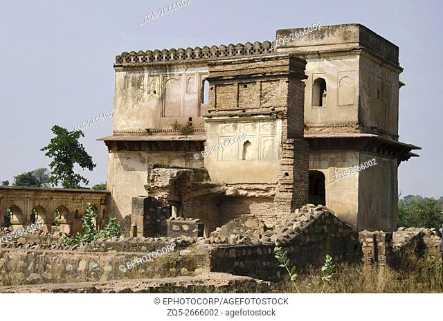 Exterior view of old buildings, Orchha Fort complex, The town was established by Rudra Pratap Singh some time after 1501, Madhya Pradesh, India