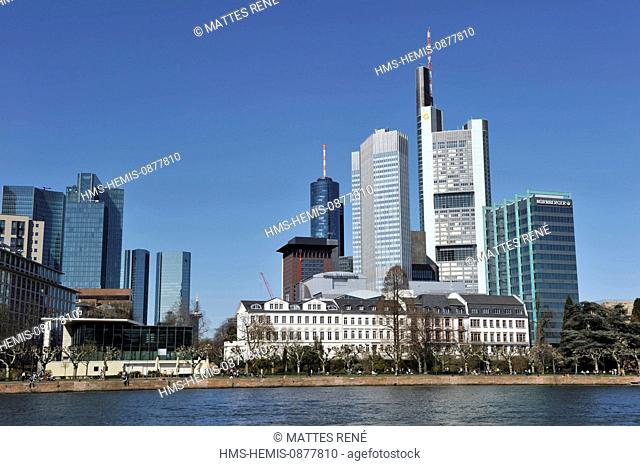 Germany, Hesse, Frankfurt am Main, View over river Main with skyline