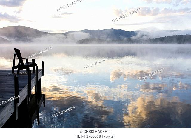 USA, New York, Fog over Lake Placid