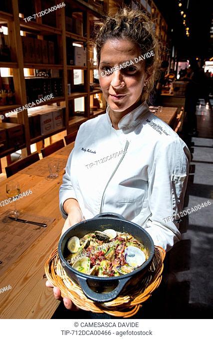 Spain, Catalonia, Barcelona, Santa Caterina market, The Cuines Santa Caterina's chef presents a plate with artichokes