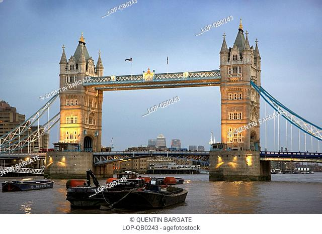 England, London, Tower Bridge, Tower Bridge at dusk
