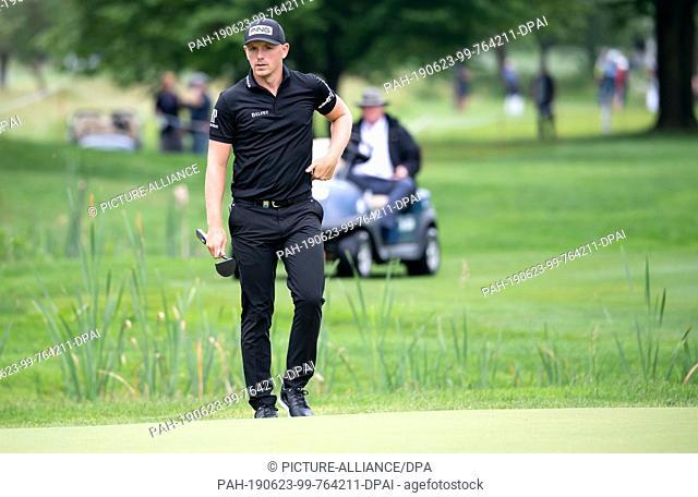 23 June 2019, Bavaria, Eichenried: Golf: European Tour - International Open, singles, men, 4th round. Professional golfer Matt Wallace from England enters the...