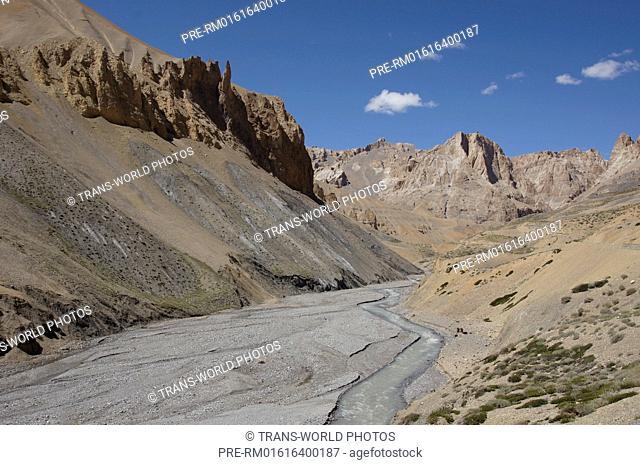 Landscape between Lachulung La and Pang, Manali-Leh Highway, Jammu and Kashmir, India / Landschaft zwischen dem Lachulung La und Pang, Manali-Leh Highway
