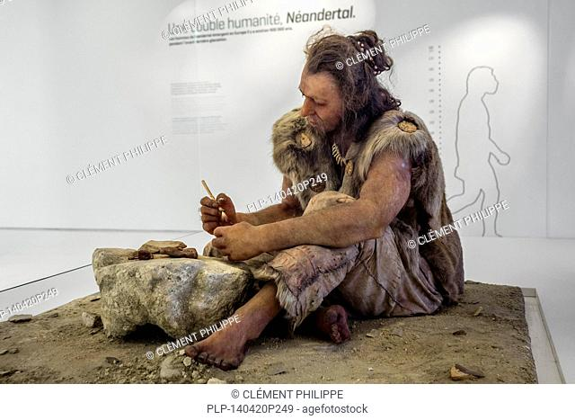 Diorama of Cro-Magnon man working with stone tools at the Pôle International de la Préhistoire, Les Eyzies-de-Tayac-Sireuil, Les Eyzies de Tayac, Dordogne
