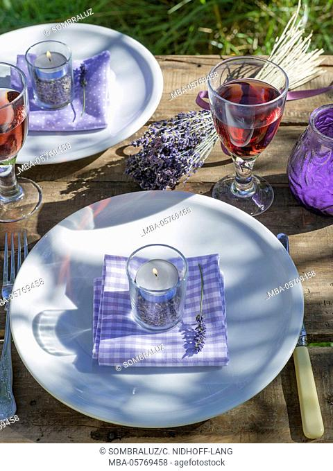 Table decorations with tealights, lavender
