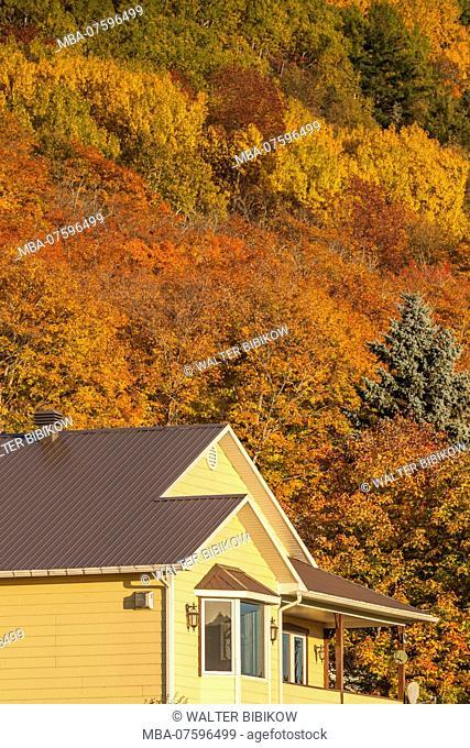 Canada, Quebec , Capitale-Nationale Region, Charlevoix, Baie St-Paul, farmhouse, autumn