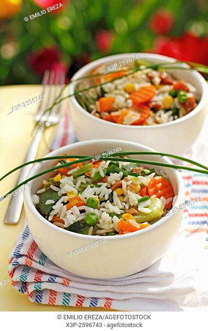Rice with vegetables, spring garlic and ham