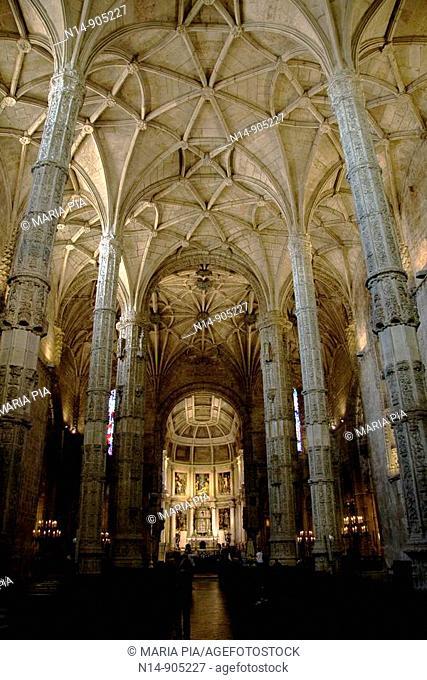 El Monasterio de los Jerónimos de Santa María de Belém, se ubica en el barrio de Belém, Lisboa  Diseñado en estilo manuelino por el arquitecto Diogo de Boitaca