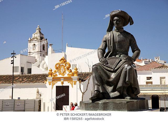 Memorial to Henry the Navigator, Infante D. Henrique, on the Praça da República in Lagos, Algarve, Portugal, Europe