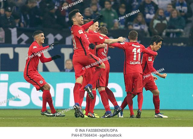 Frankfurt's Alexander Meier (c) celebrates his 1:0 goal with the team during the Bundesliga soccer match between FC Schalke 04 and Eintracht Frankfurt at the...