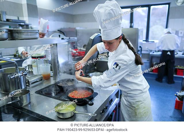 11 April 2019, Mecklenburg-Western Pomerania, Basthorst: Cook Julia Krauß works in the kitchen at the national championships for young gastronomes