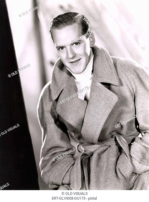 Man wearing wrap coat (OLVI008-OU175-F)