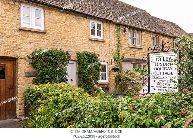 Luxury holiday cottage to let at Bourton-On-The-Water in Gloucestershire , England , Britain , Uk