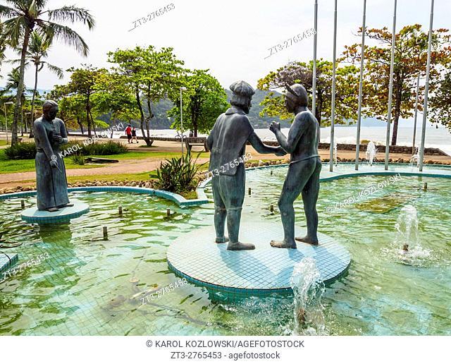 Brazil, State of Sao Paulo, Ubatuba, Fountain by the beach
