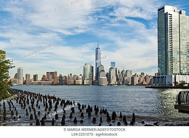 View from Jersey City waterfront at Manhattan skyline, New York, USA