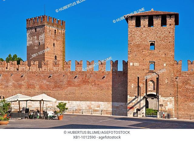 View from Via Roma to fortress Castelveccio, Verona, Veneto, Northern Italy, Italy