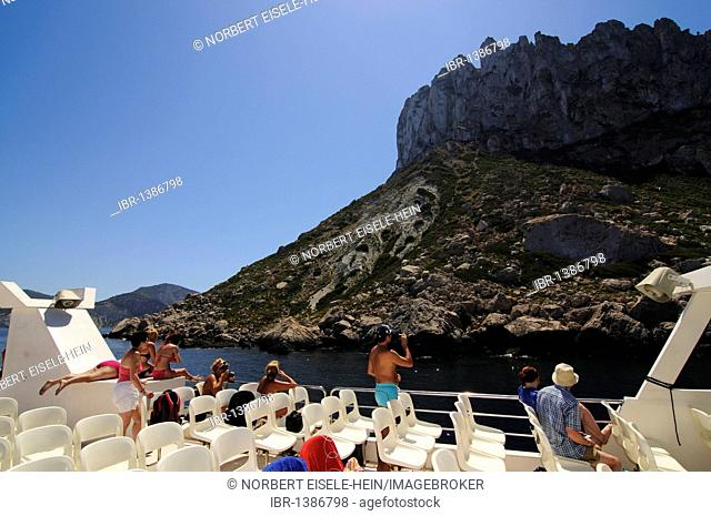 Tourists on a tour boat, boat trip to Es Vedra island, Ibiza, Pine Islands, Balearic Islands, Spain, Europe